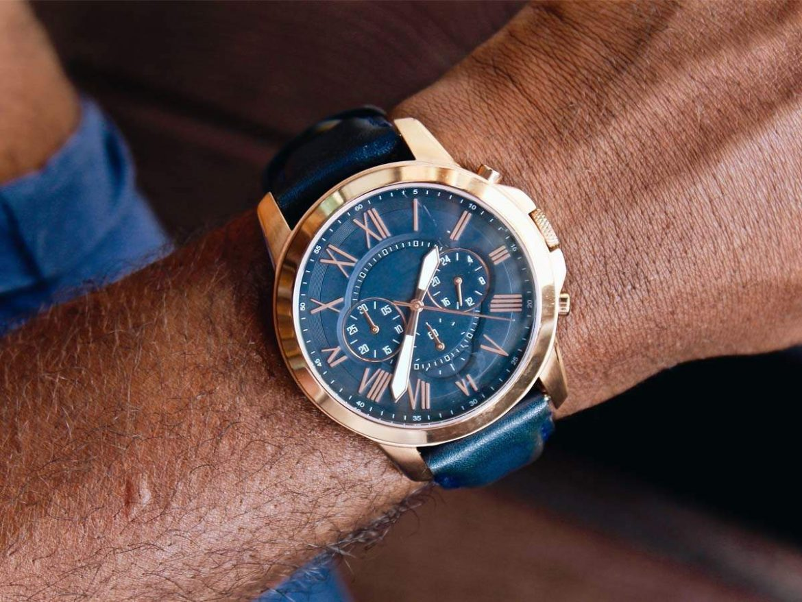 Select the brand and model of your choice as you can find various types of timepieces.